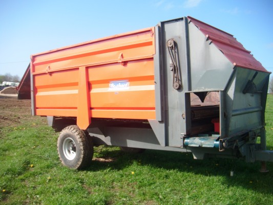 Distribution trailer