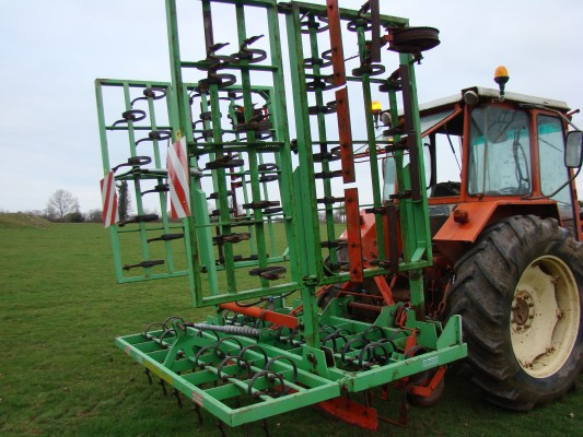 Meadow aerator